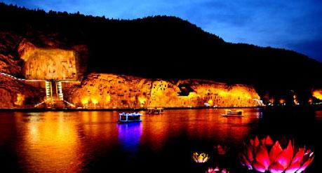 龙门石窟夜景
